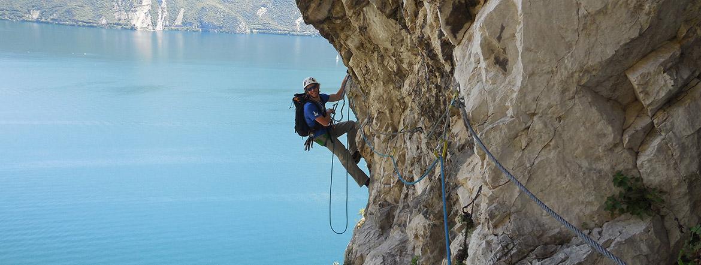 esperienza di arrampicata su una parete rocciosa